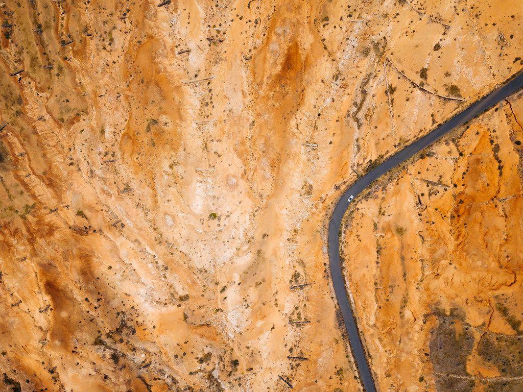 Bird eye view of a road through a wasteland / Vogelperspektive einer Straße durch ein Ödland