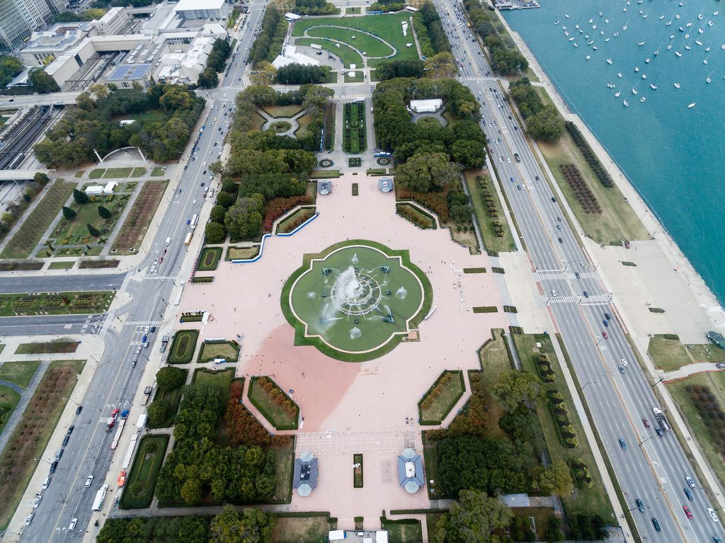 Bird's eye view of Buckingham Fountain in Grant Park