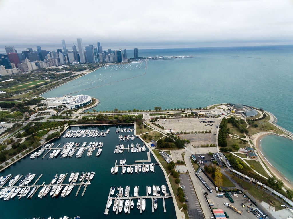 Bird's eye view: Shedd Aquarium, Marina, Northerly Island, Adler Planetarium and Skyline of Chicago