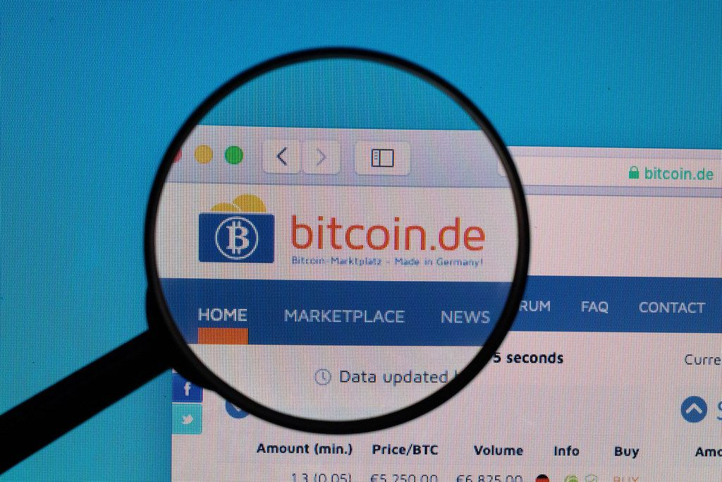 Bitcoin.de logo under magnifying glass