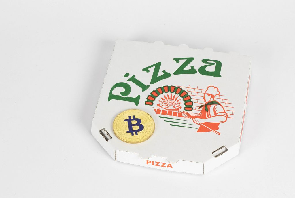 Bitcoin on pizza delivery box