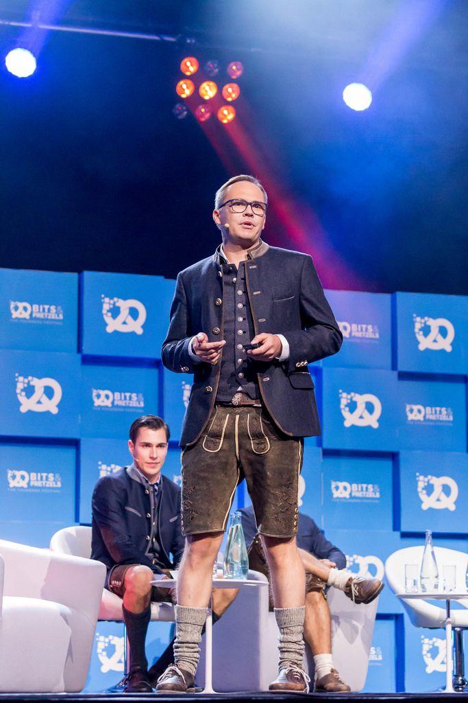 Bits & Pretzels Founder Dr. Bernd Storm van's Gravesande auf der Bühne