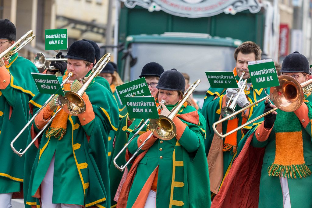 Blasorchester der Domstädter Köln beim Rosenmontagszug - Kölner Karneval 2018
