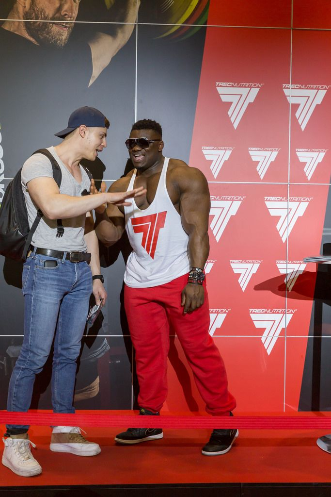 "Blessing ""The Boogieman"" Awodibu chatting with a fan - FIBO Cologne 2018"