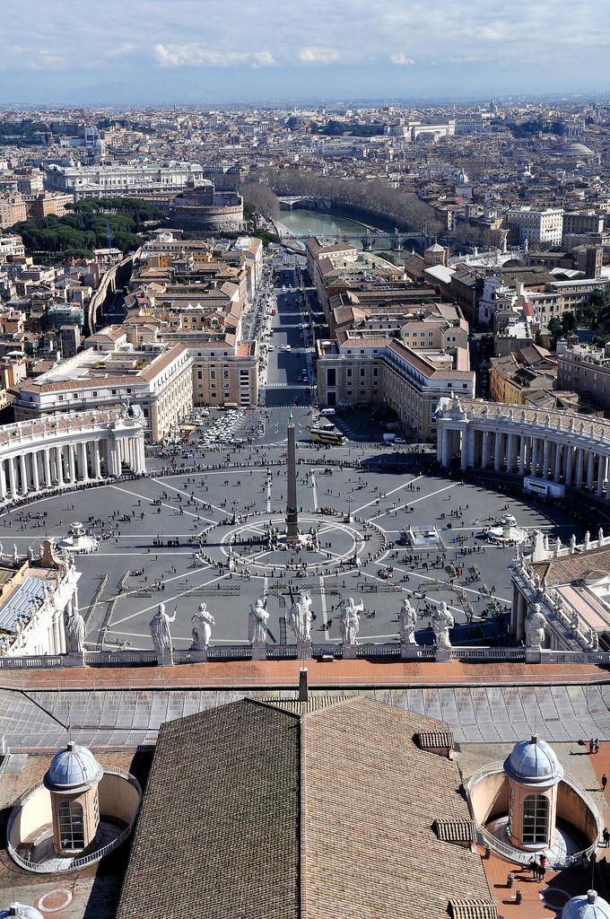 Blick vom Petersdom auf den Vatikan