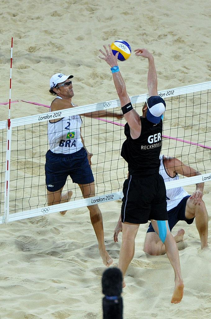 Block von Reckermann bei Beachvolleyball-Finale