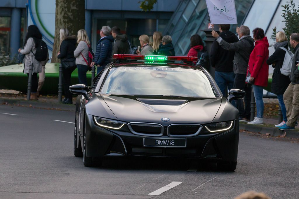 BMW i8 Official Safety Car - Köln Marathon 2017