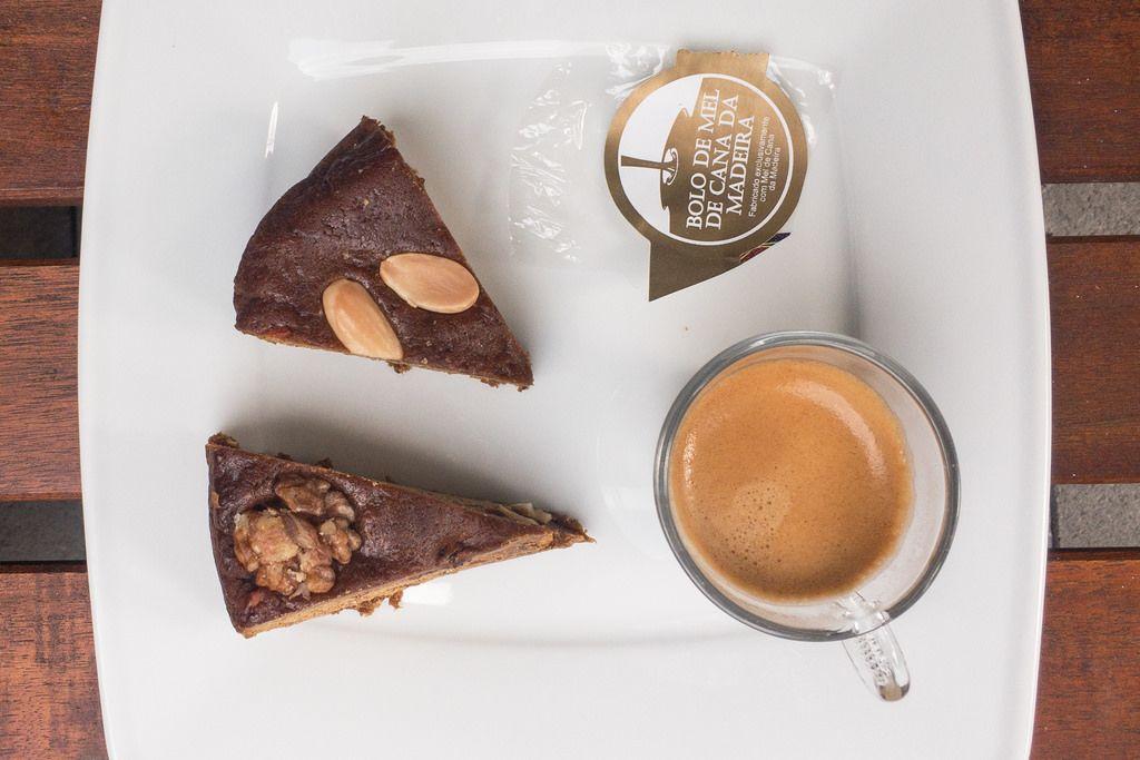 Bodo de Mel de Cana de Madeira: Nusskuchen mit Espresso