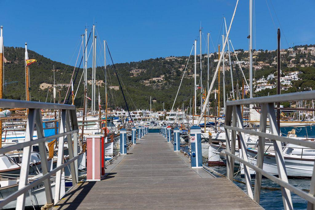 Bootssteg im Yachthafen von Puerto de Andraitx, Mallorca