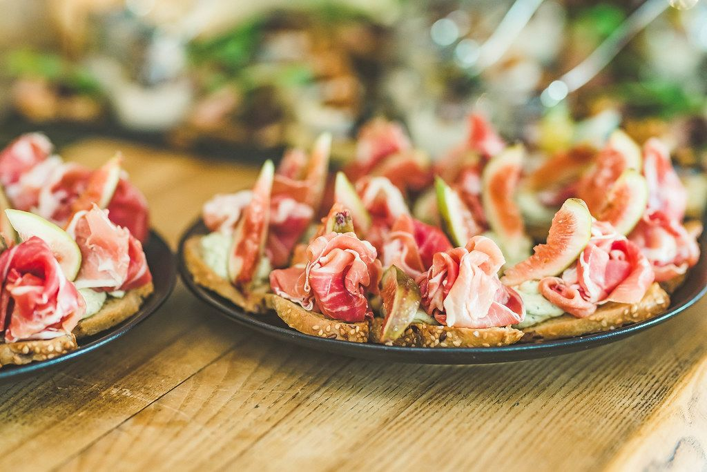 Bread Tapas Of Ham And Figs (Flip 2019)