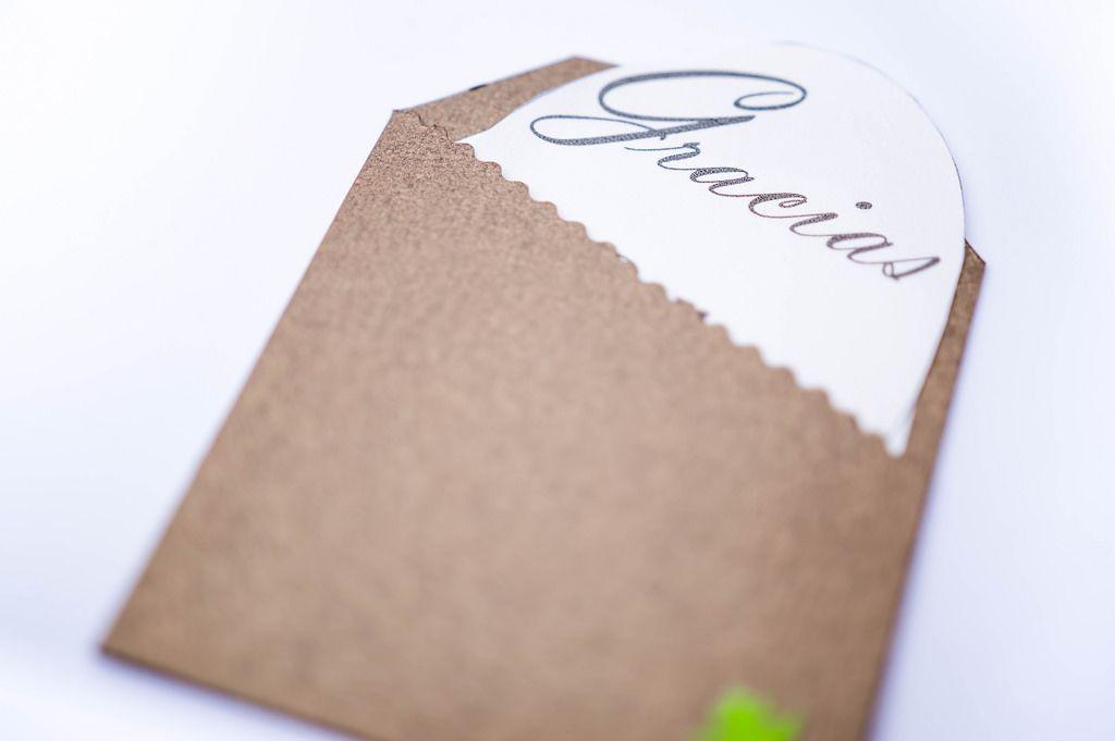 Brown thank you card: Gracias