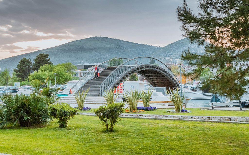 Brücke über dem Kanal in Trogir