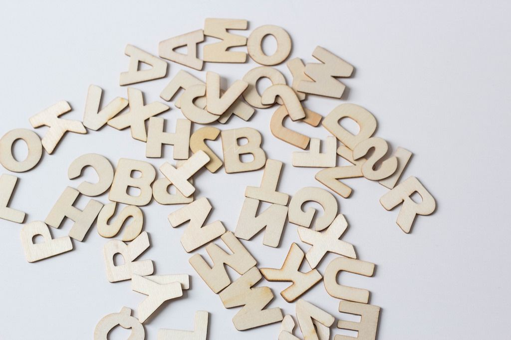 Buchstaben des Alphabets aus Holz