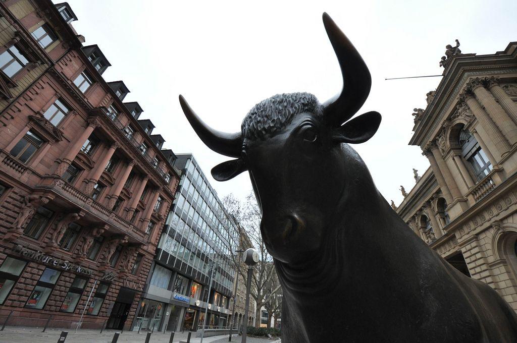 Bulle an der Börse Frankfurt symbolisiert den Bullenmarkt