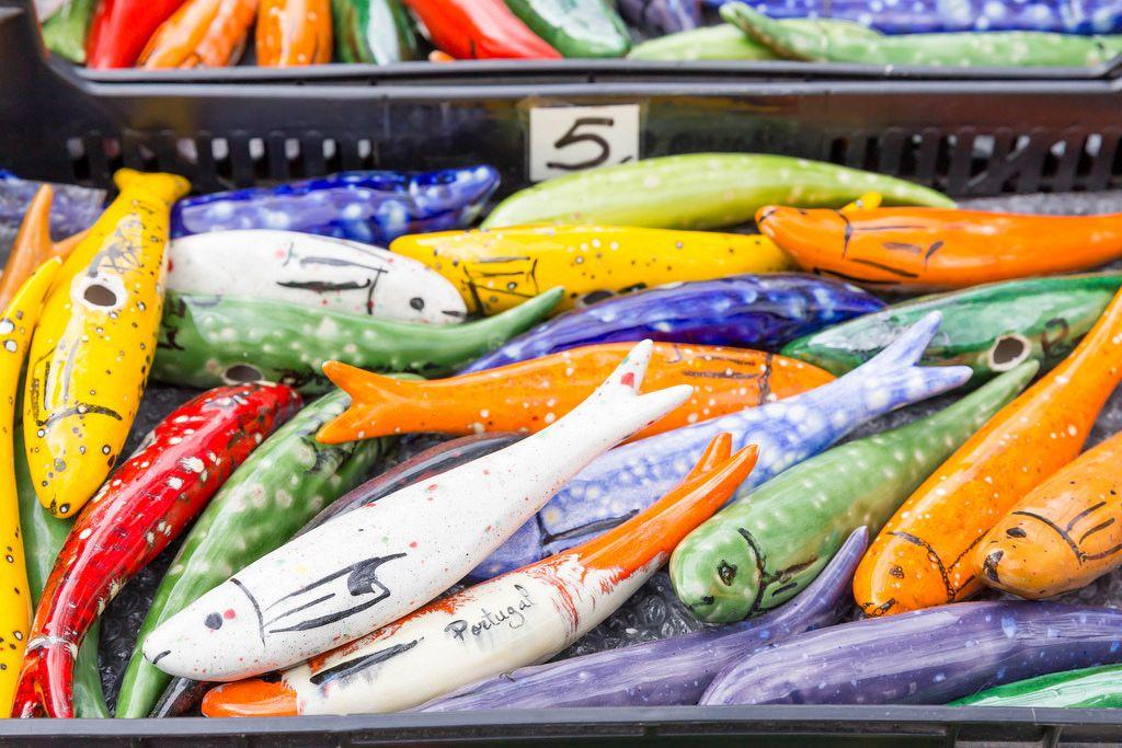 Bunte Fische: Souvenirs in Lissabon