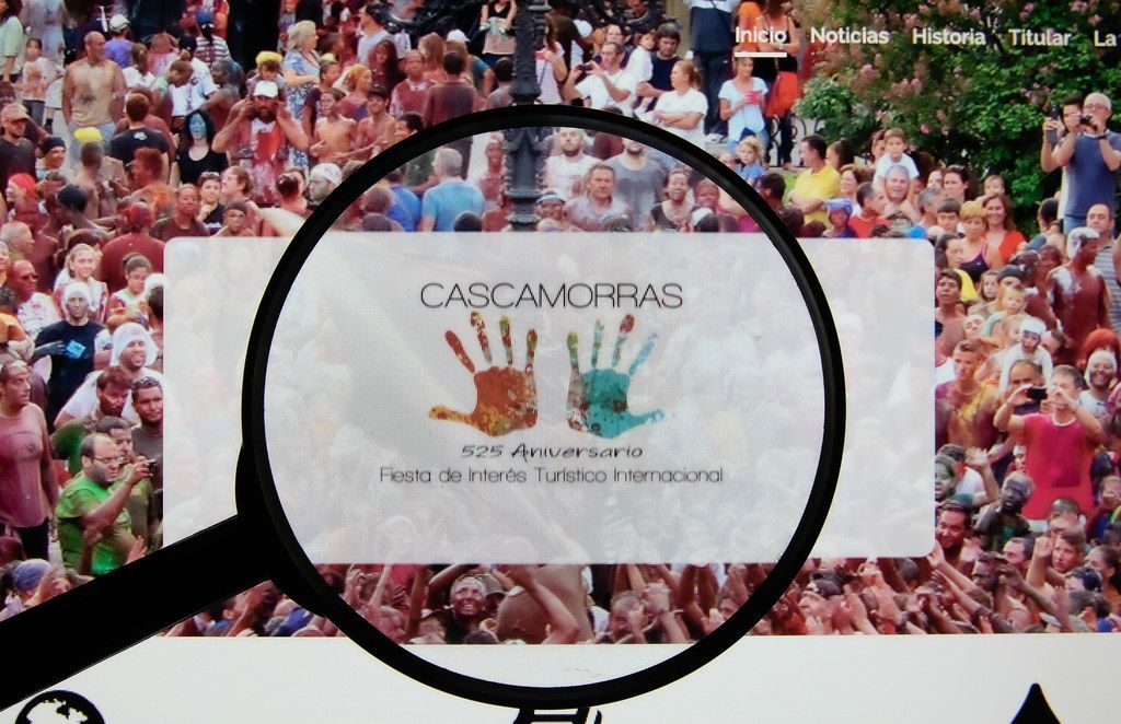 Cascamorras Festival logo on a computer screen with a magnifying glass