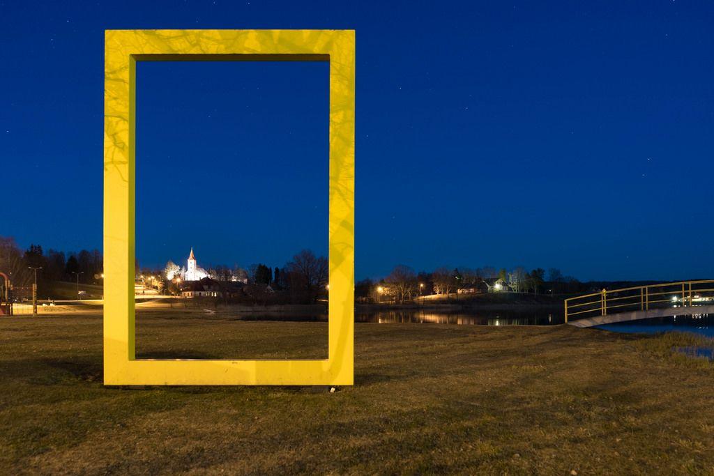 Castle near the pond in a yellow frame / Schloss in der Nähe des Teiches in einem gelben Rahmen