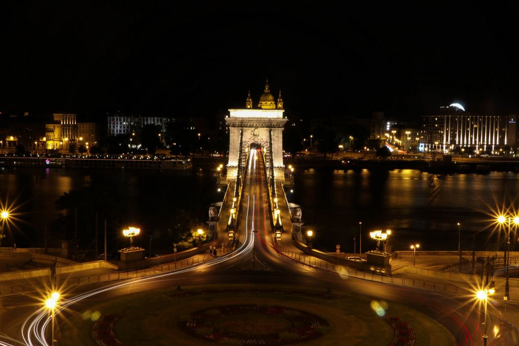 Chain Bridge and St. Stephen's Basilica at night