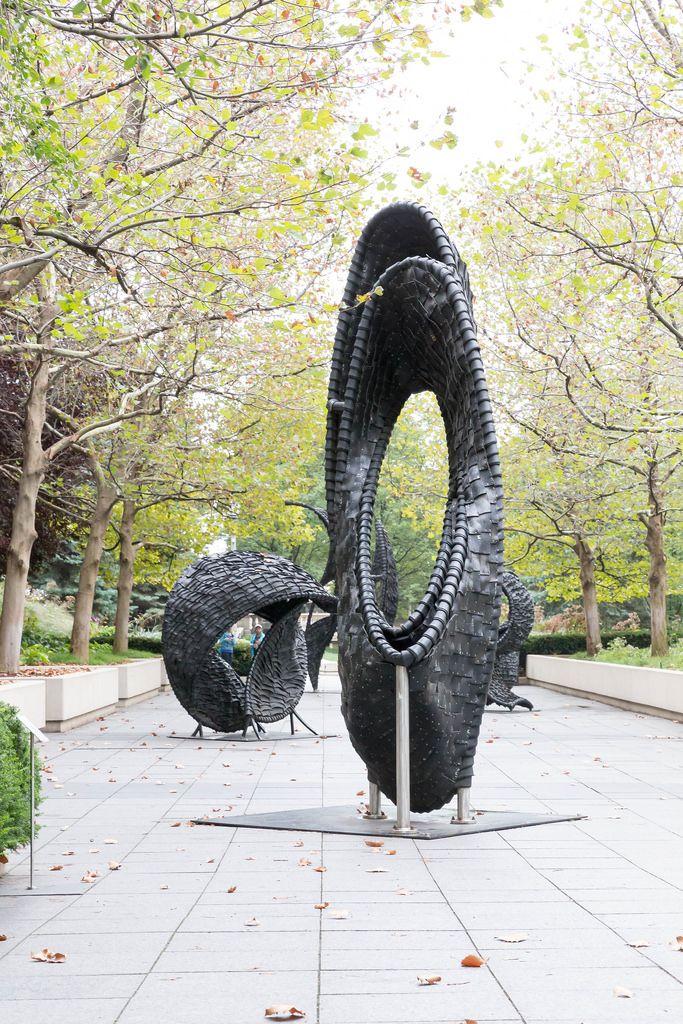 Chakaia Bookers Skulpturen aus ausrangierten Reifen