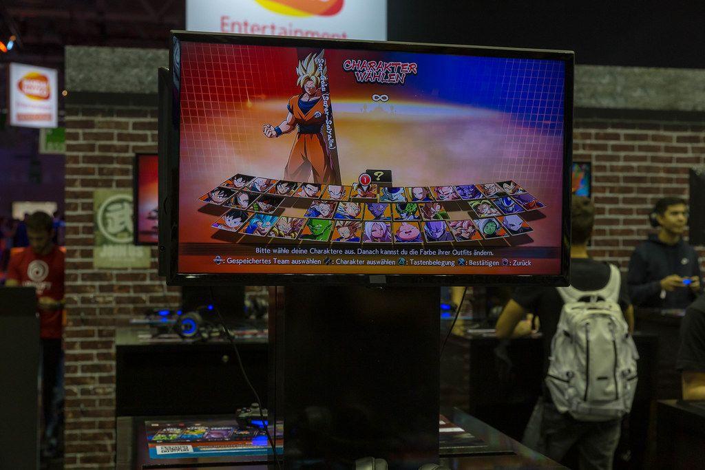 Charakterauswahl des 2,5-D-Kampfspiel Dragonball FighterZ an einer Spielstation auf der Gamesom