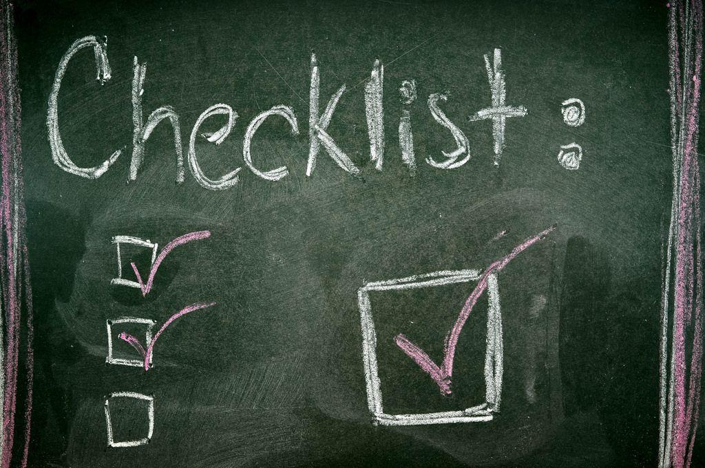 Checkliste mit Kreide auf Tafel geschrieben