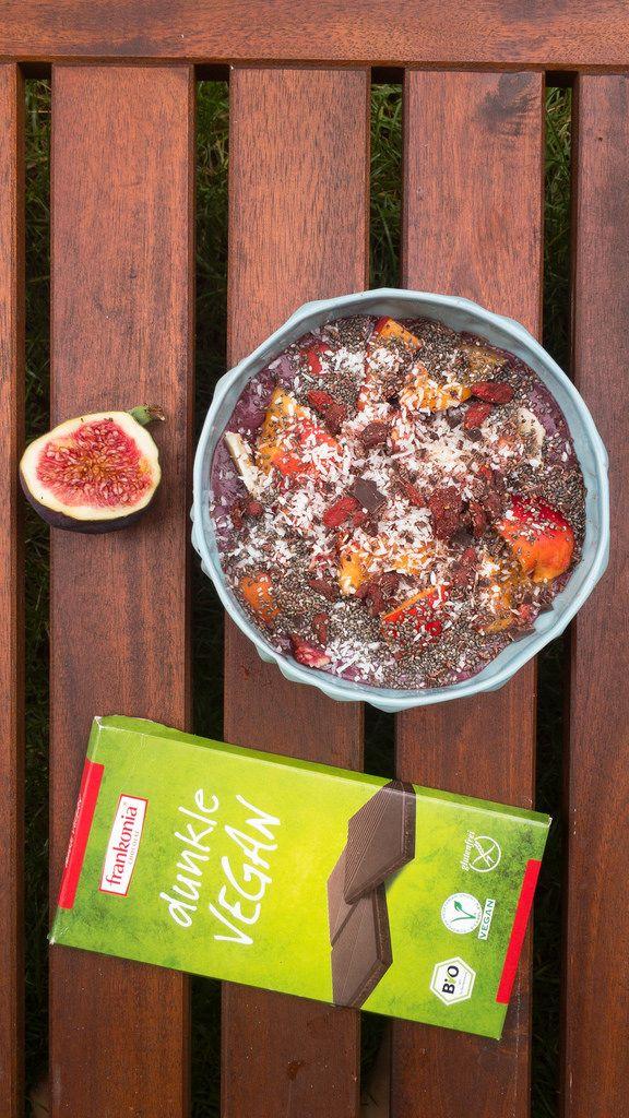 Chia-Bowl mit veganer Schokolade und Feigen