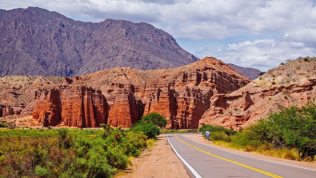 Chile road to Valley De La Luna / Chile Straße nach Valle de la Luna