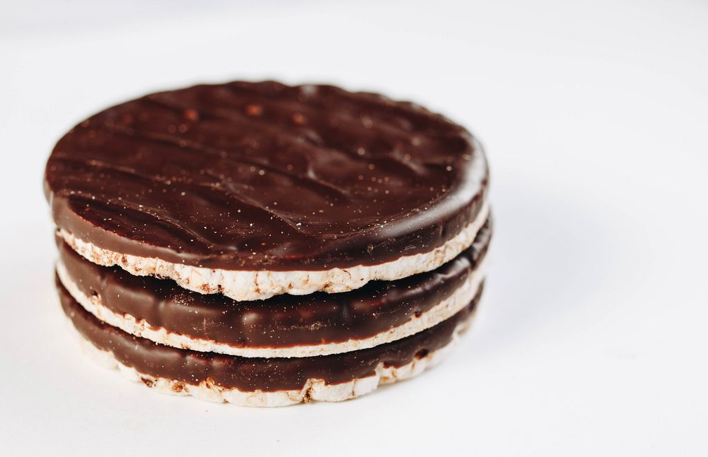 Chocolate rice cakes. Healthy dessert.jpg