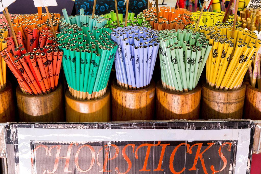 Chopsticks: Mit bunten Stäbchen essen