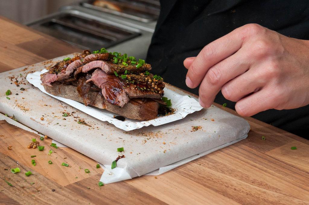 Cider-Steak mit Schnittlauch und Brot