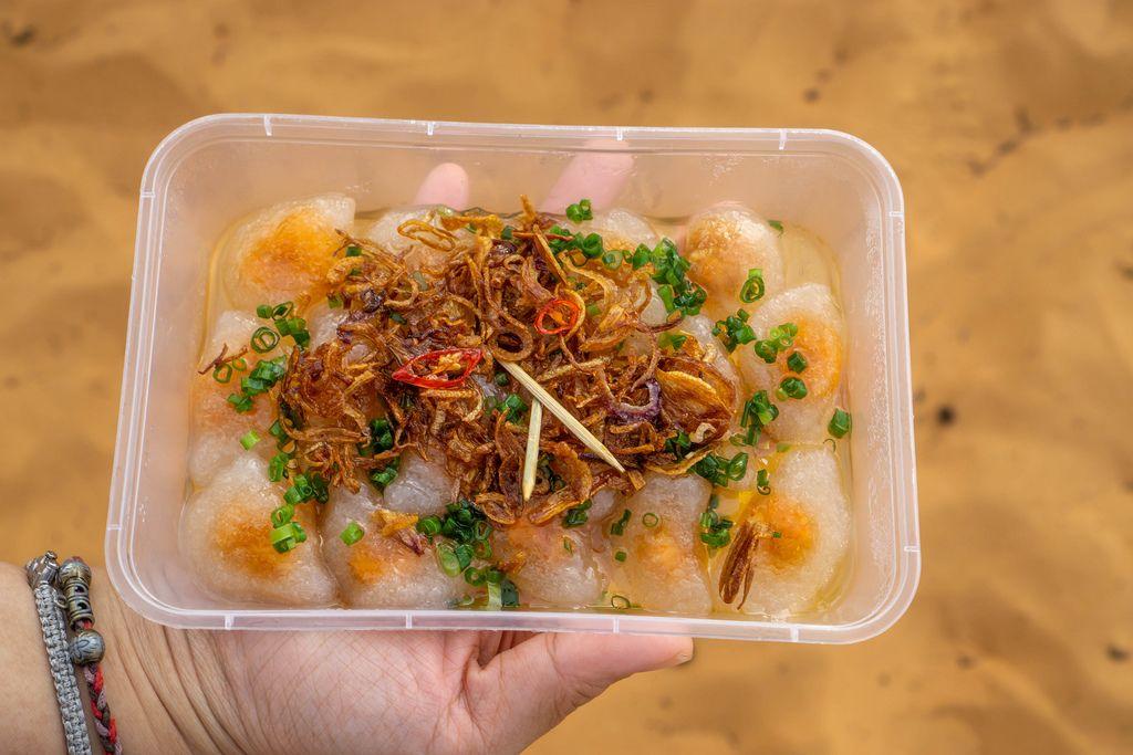 Clear Shrimp and Pork Rice Dumplings with Fried Onion in Mui Ne, Vietnam (Flip 2019) (Flip 2019) Flip 2019