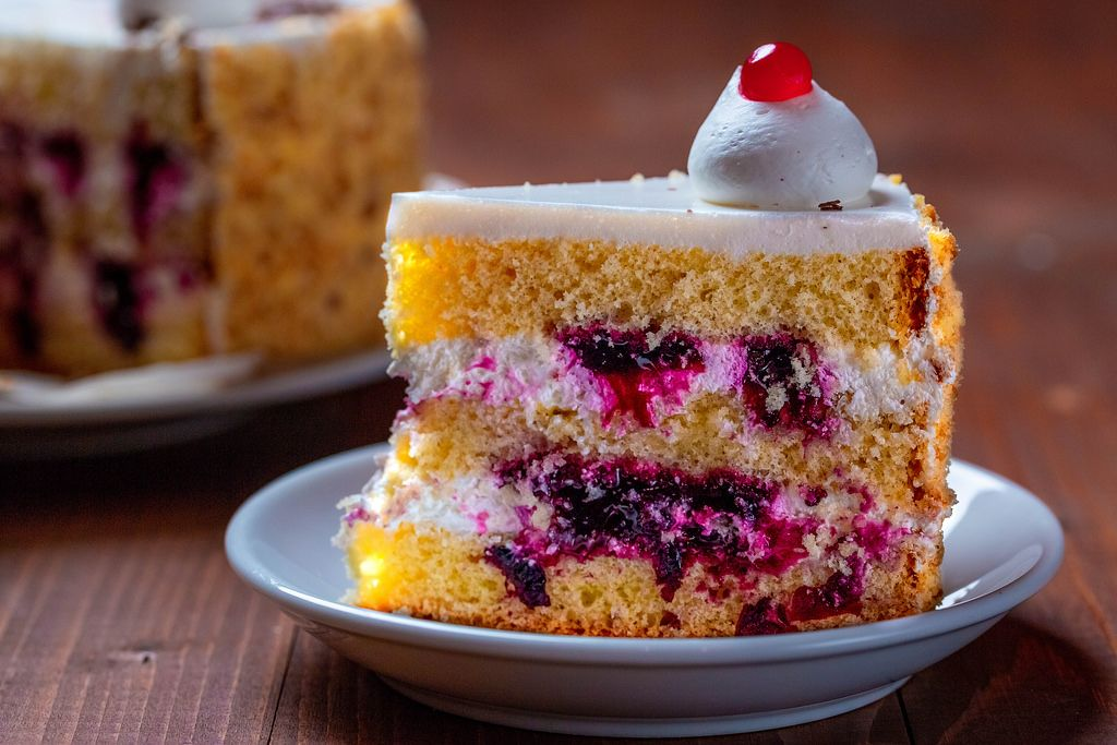 Close up Bokeh on a piece of cream cake with berries