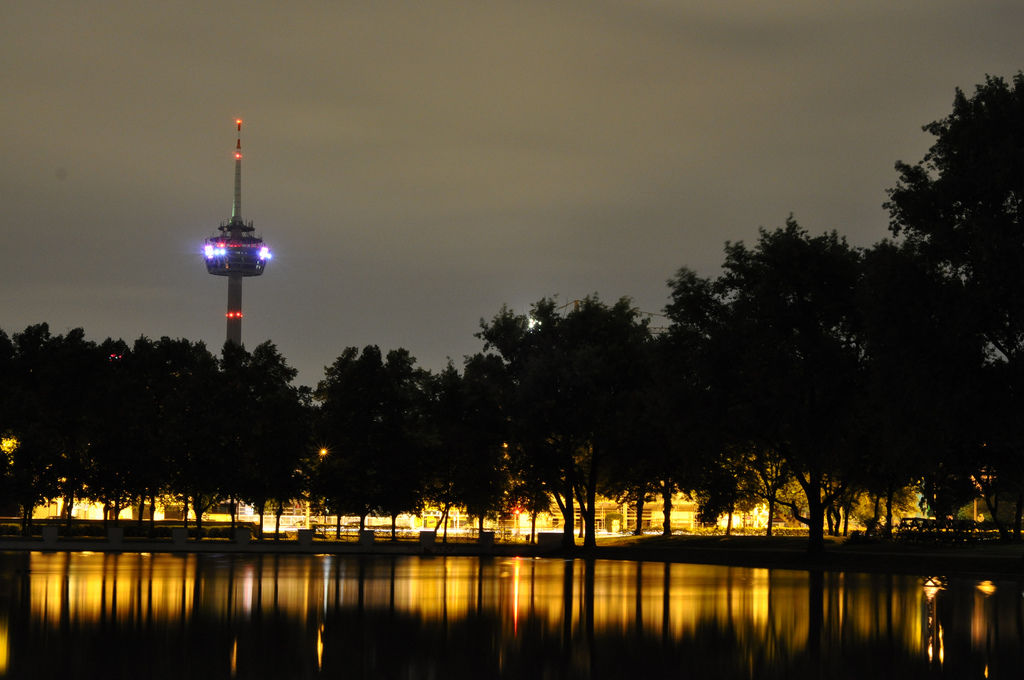 Colonius in Köln bei Nacht