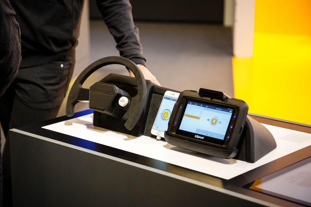 Continental präsentiert neue Kommunikationsplattform VoiceR-App für Fahrer von Zonar