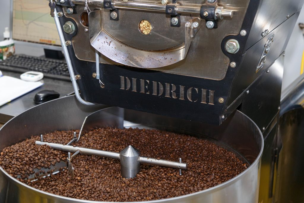 Cooling coffee after the roasting