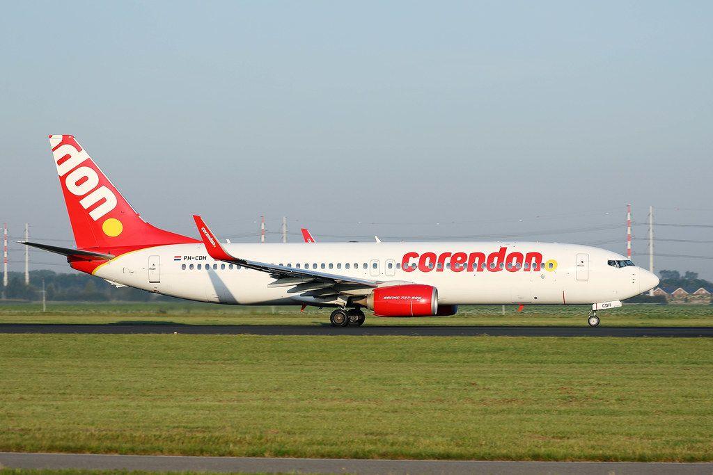 Corendon PH-CDH Flugzeug auf der Startlinie am Flughafen Amsterdam