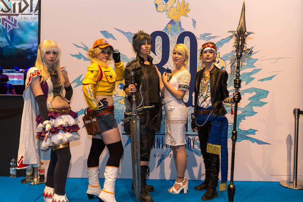 Cosplayer auf Final Fantasy-Stand