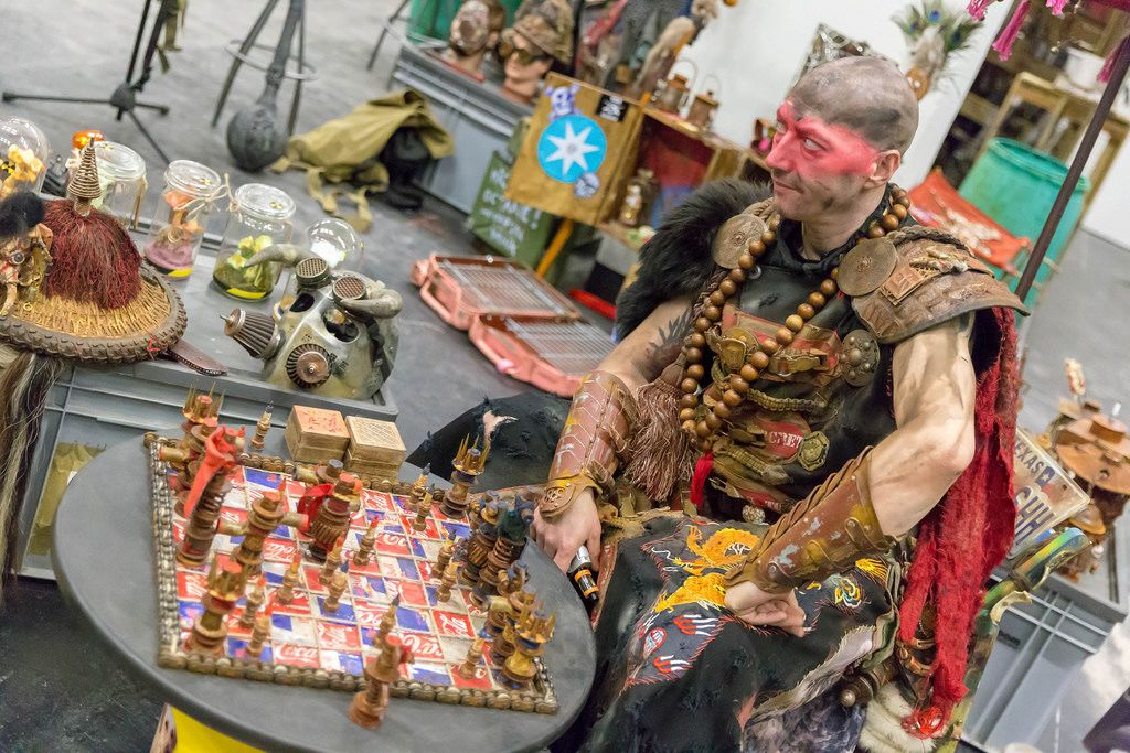 Cosplayer spielt Barbaren-Schah