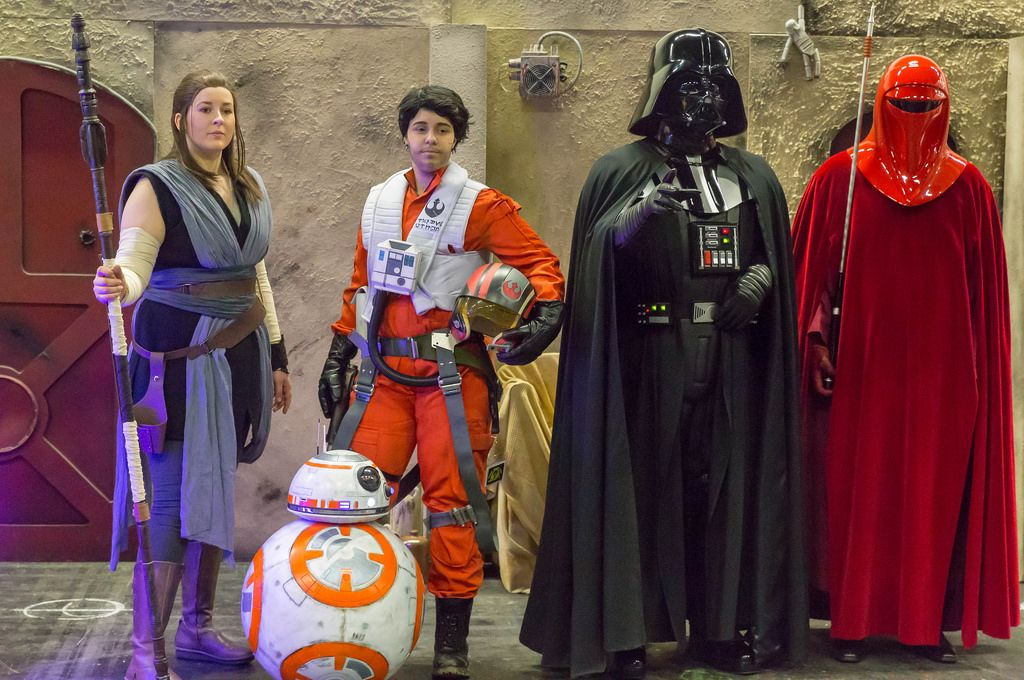 Cosplayer verkleidet als Charaktere aus dem Star-Wars-Universum