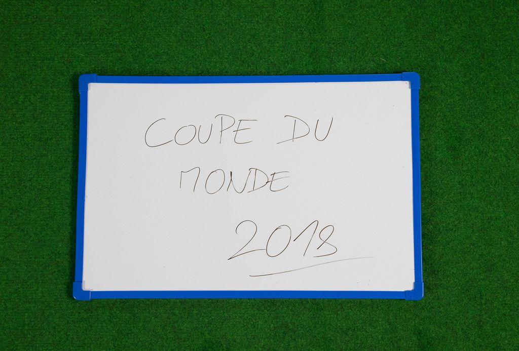Coupe du monde 2018 geschrieben auf einer weißen Tafel