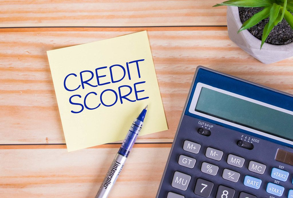 Credit score text on a sticky note