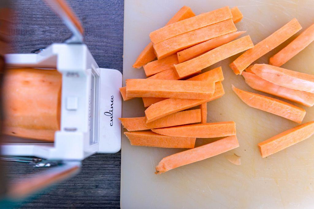 Culina Pommesschneider verarbeitet Süßkartoffeln in Sticks