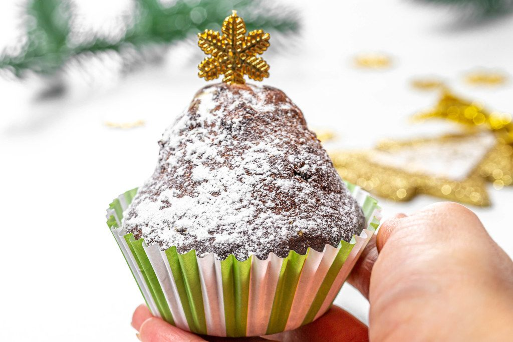 Cupcake in a female hand on a Christmas background (Flip 2019)