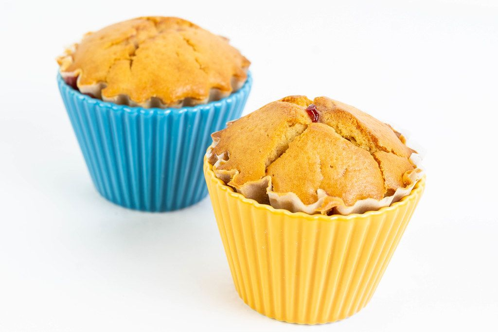 Cupcake Muffins with Vanilla in the ceramic bowls