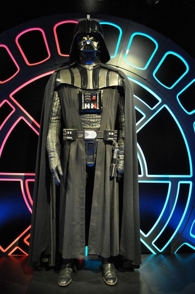cosplayer verkleidet als darth vader aus star wars marco. Black Bedroom Furniture Sets. Home Design Ideas