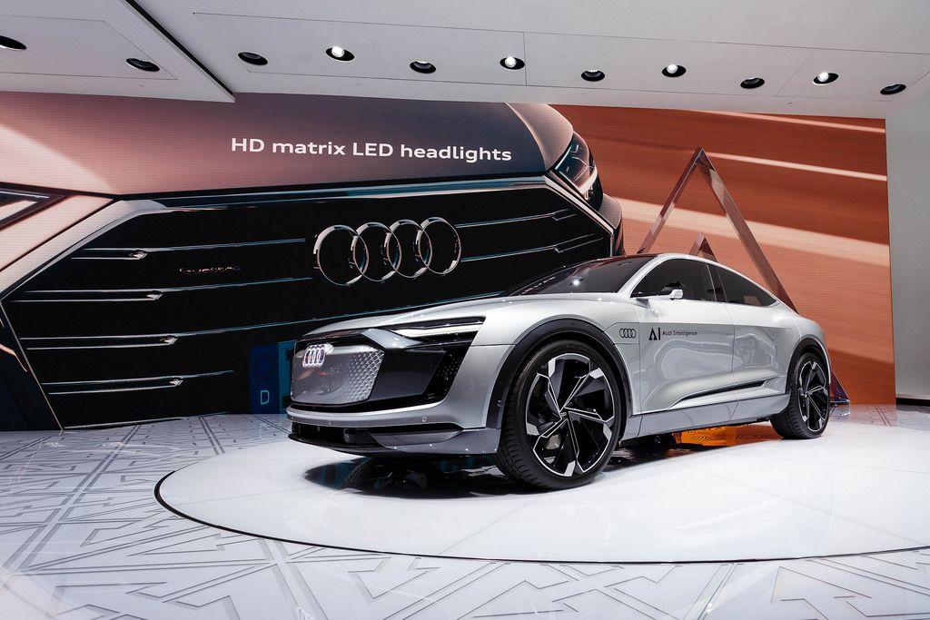 Das Audi - Konzept Elaine präsentiert HD matrix LED Highlights
