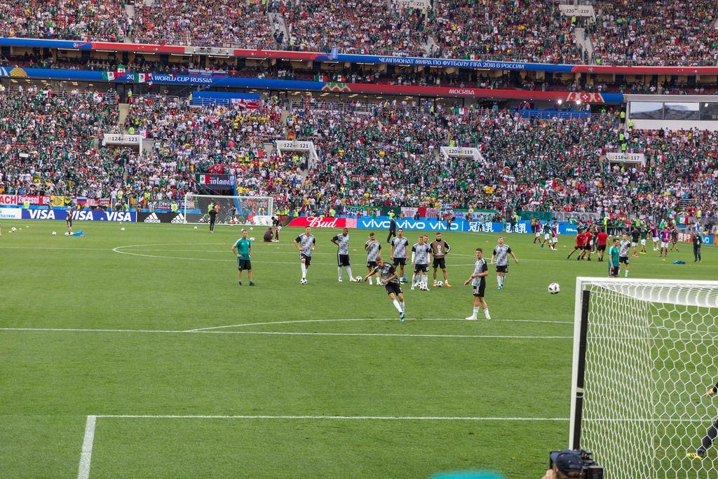 Das Aufwärmprogramm vor dem Spiel Deutschland gegen Mexiko