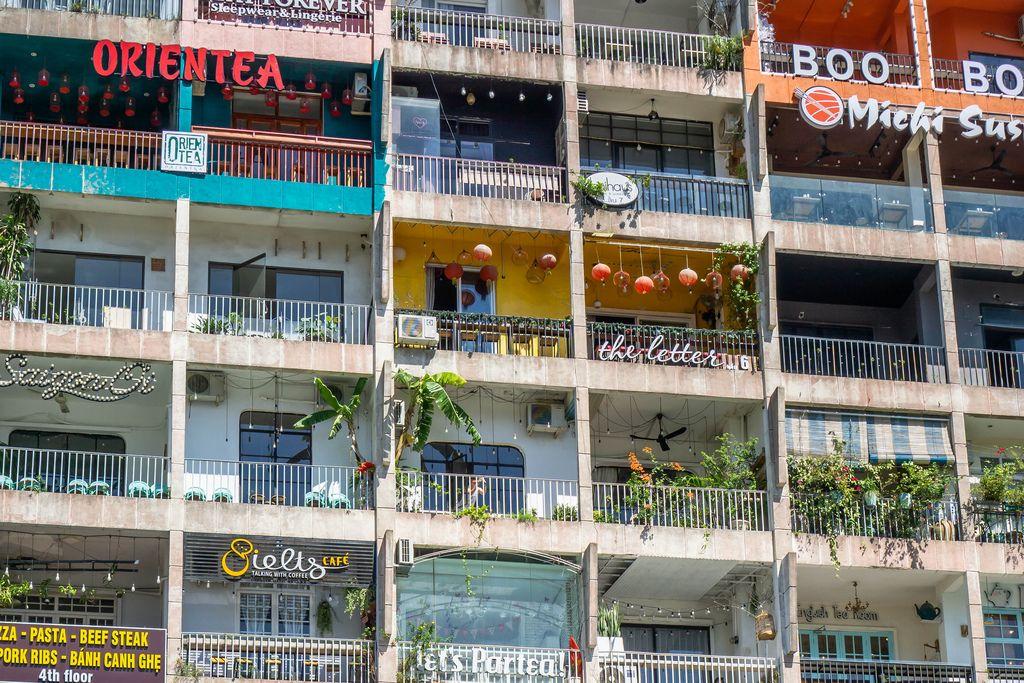 Das bekannte Café Apartment in der Nguyen Hue Walking Steet in Ho Chi Minh City (Saigon) Vietnam