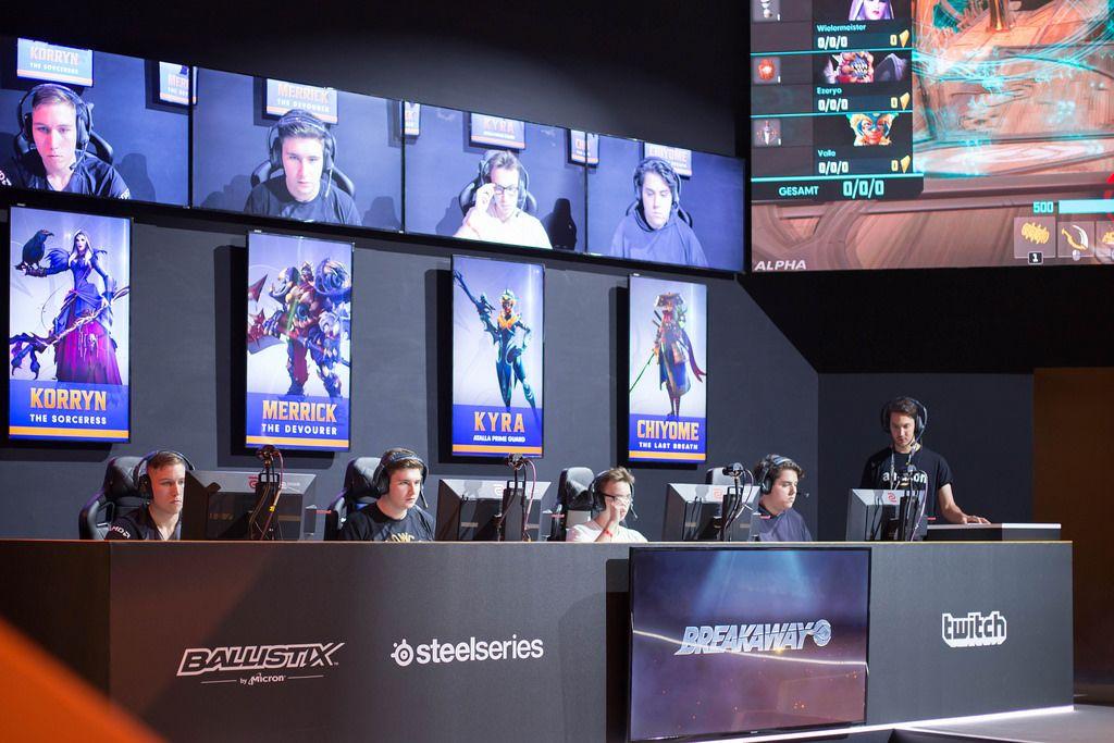 Das blaue Team des Wettbewerbes bei Breakaway von der Amazon Studios