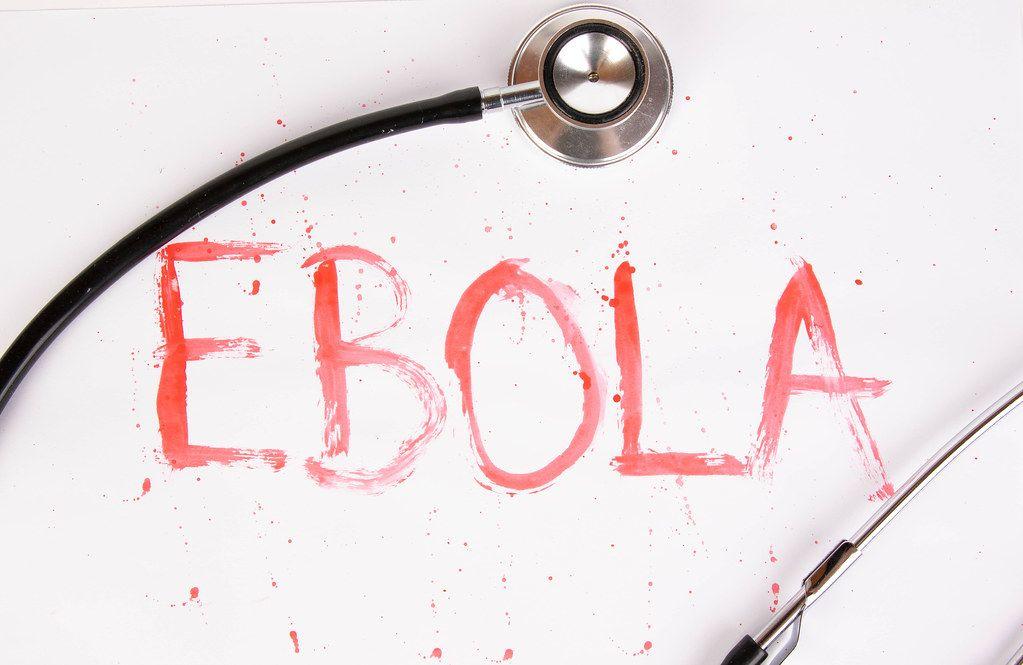 Das blutige Wort Ebola mit Stethoskop